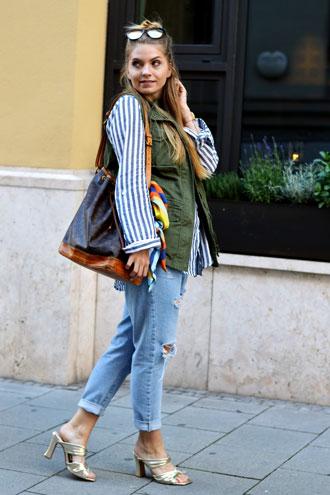 Blue Jeans & golden Heels